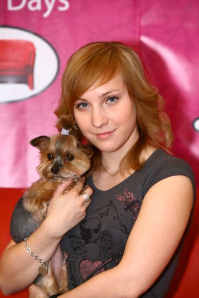 ale aj dospelé slečny mali o fotku so psíkom záujem.