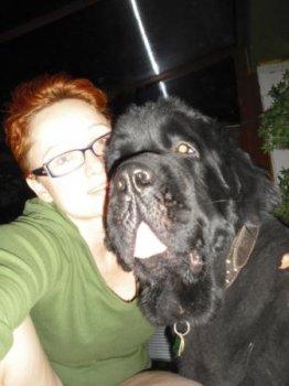 Max má síce hlavu o niečo väčšiu, ale ,,mame,, to nevadilo. Aspoň sa do nej zmestí viacej ten skvelej psej lásky.